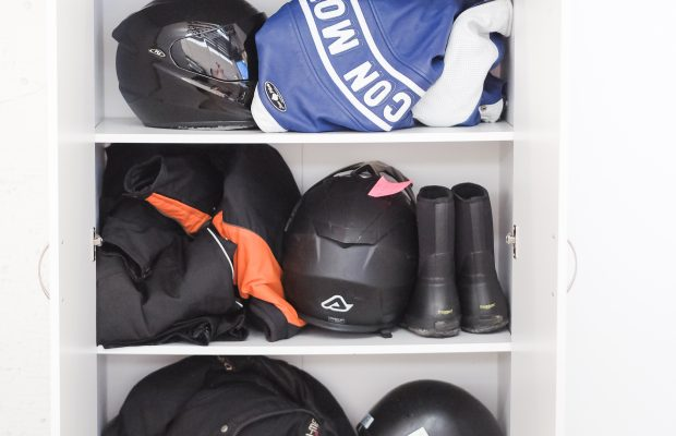 riding gear holding facility
